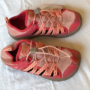 Chaco kids size 2 water shoes orange elastic